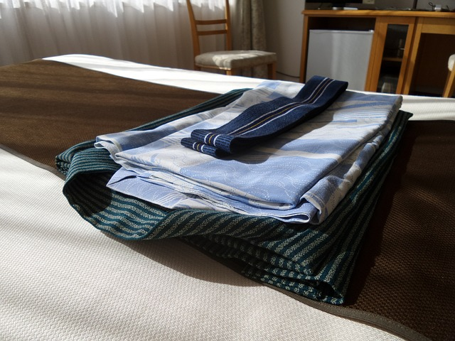 Método Marie Kondo Ropa ordenada cama